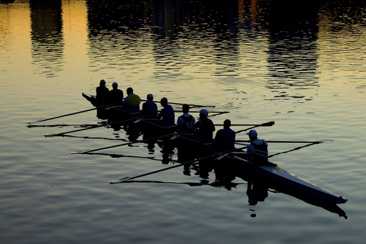 team-work-rowing